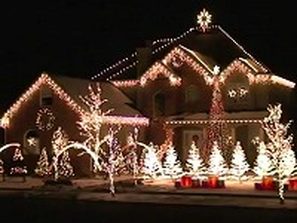 Unique Christmas Lights Show is Truly Magnificent
