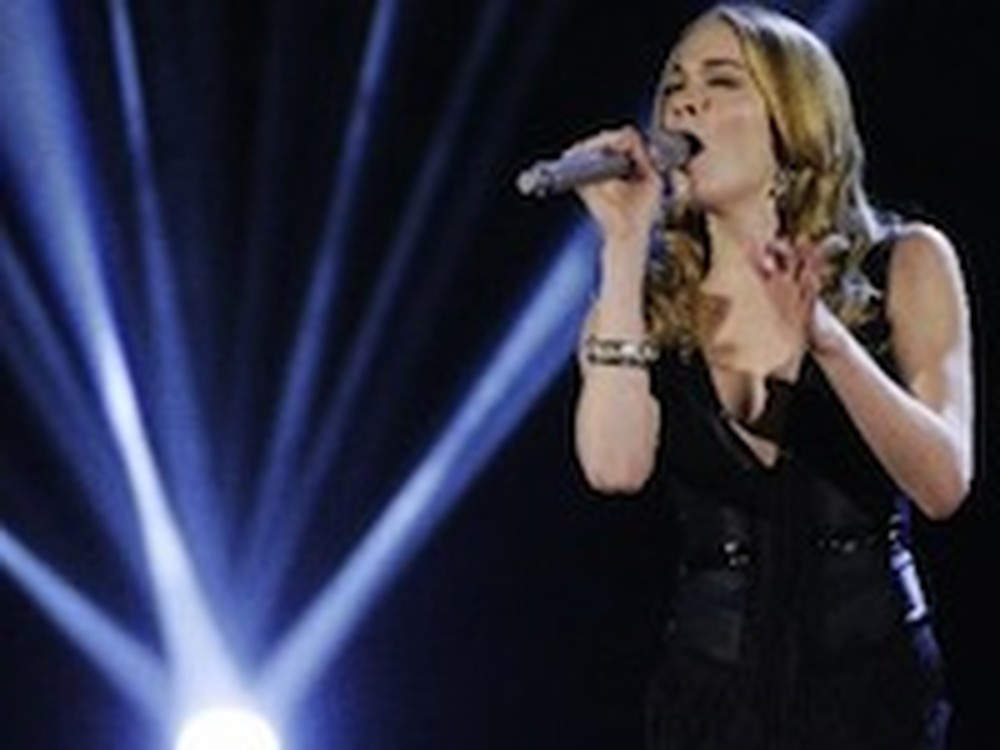 LeeAnn Rimes Sings a Stunning Version of Amazing Grace
