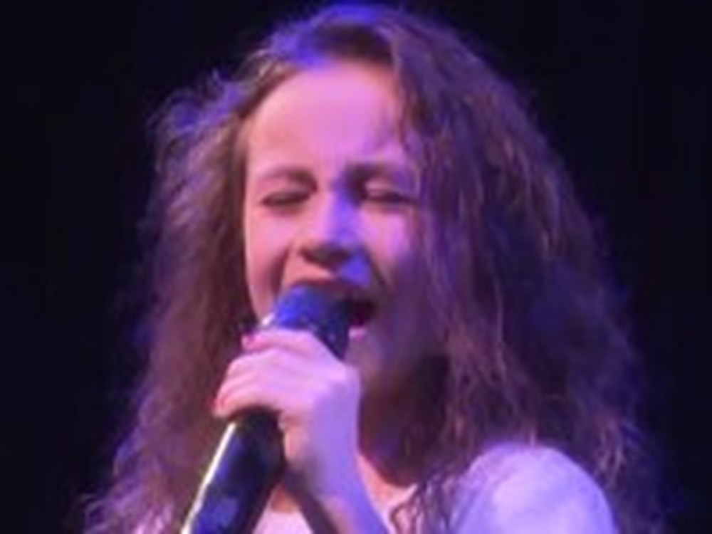 Rhema Marvanne Sings Note to God Live