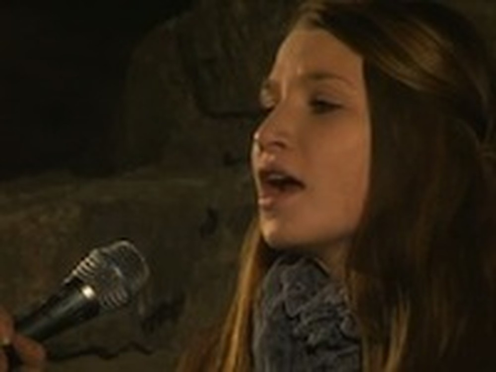 Norwegian Girl Sings Amazing Grace Beautifully