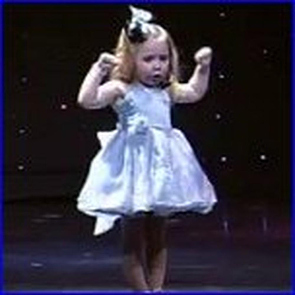 3 Year Old Girl Sings Jesus Loves Me - So Cute