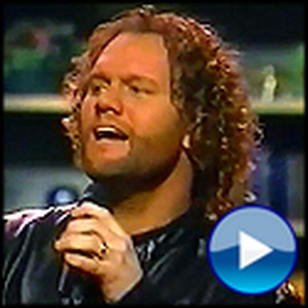 David Phelps Sings an Awesome Version of He's Alive