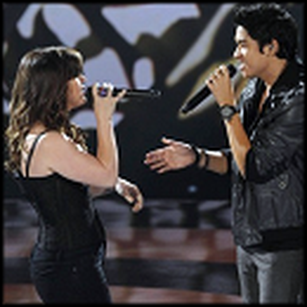Kelly Clarkson and her Duet Partner Beautifully Sing Hallelujah