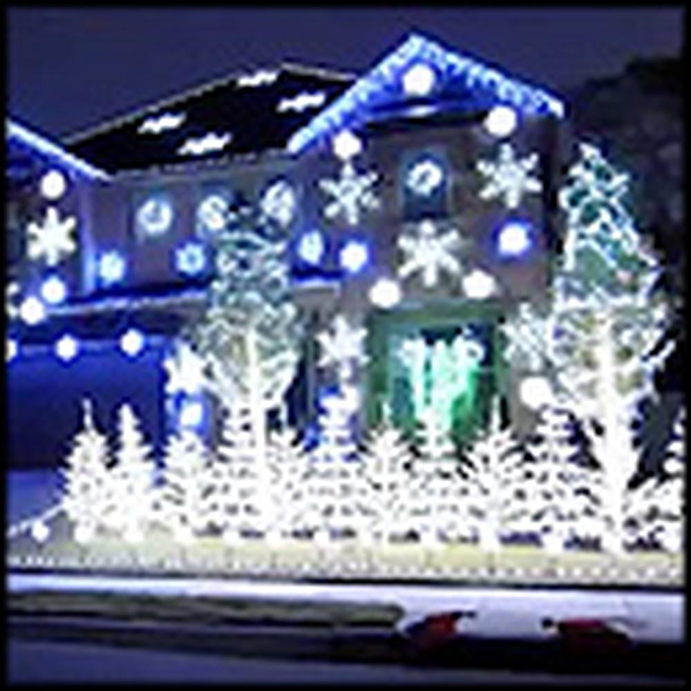 Amazing Christmas Lights Display Set to Carol of the Bells