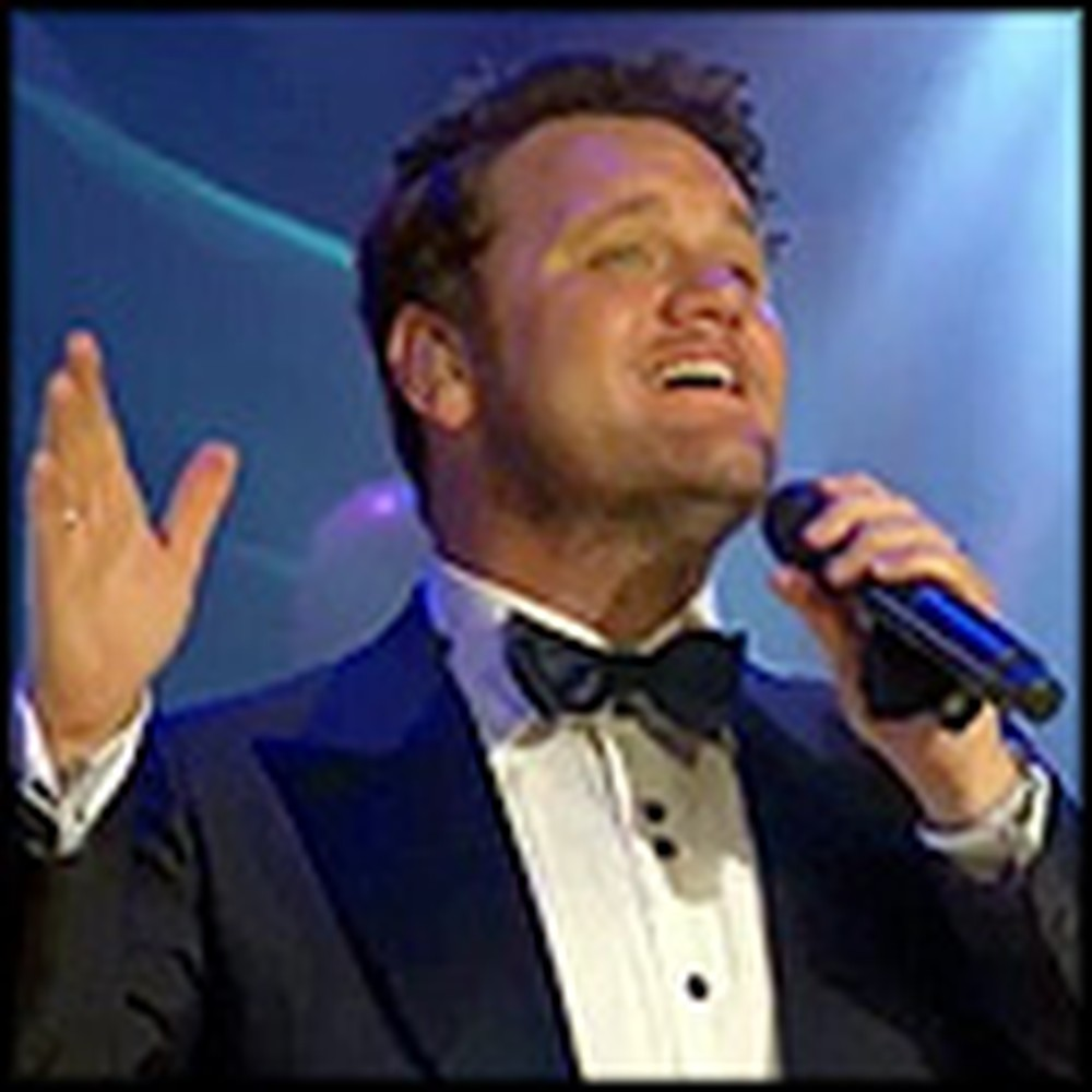 David Phelps Gives the Most Breathtaking Christmas Performance
