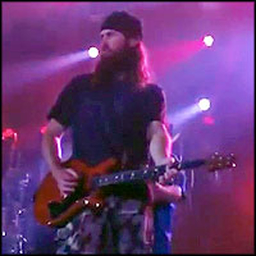 Duck Dynasty Family Rocks Out With Third Day Onstage