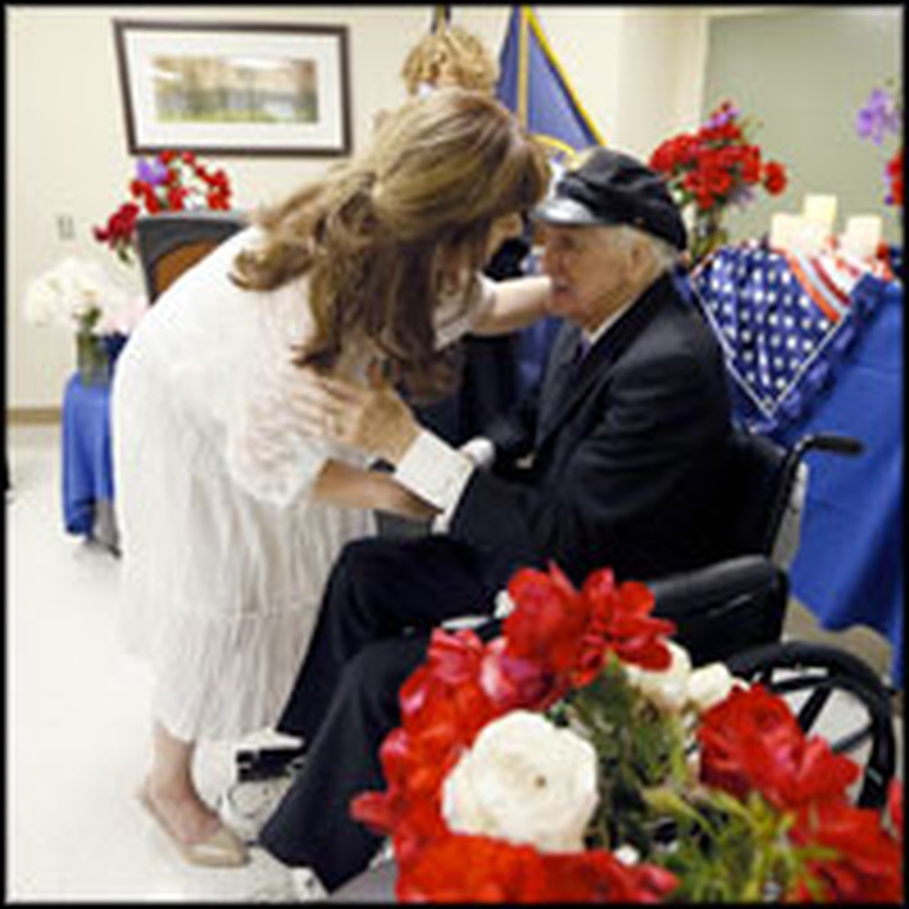 88 Year-Old Veteran and Cancer Patient Marries His Sweetheart