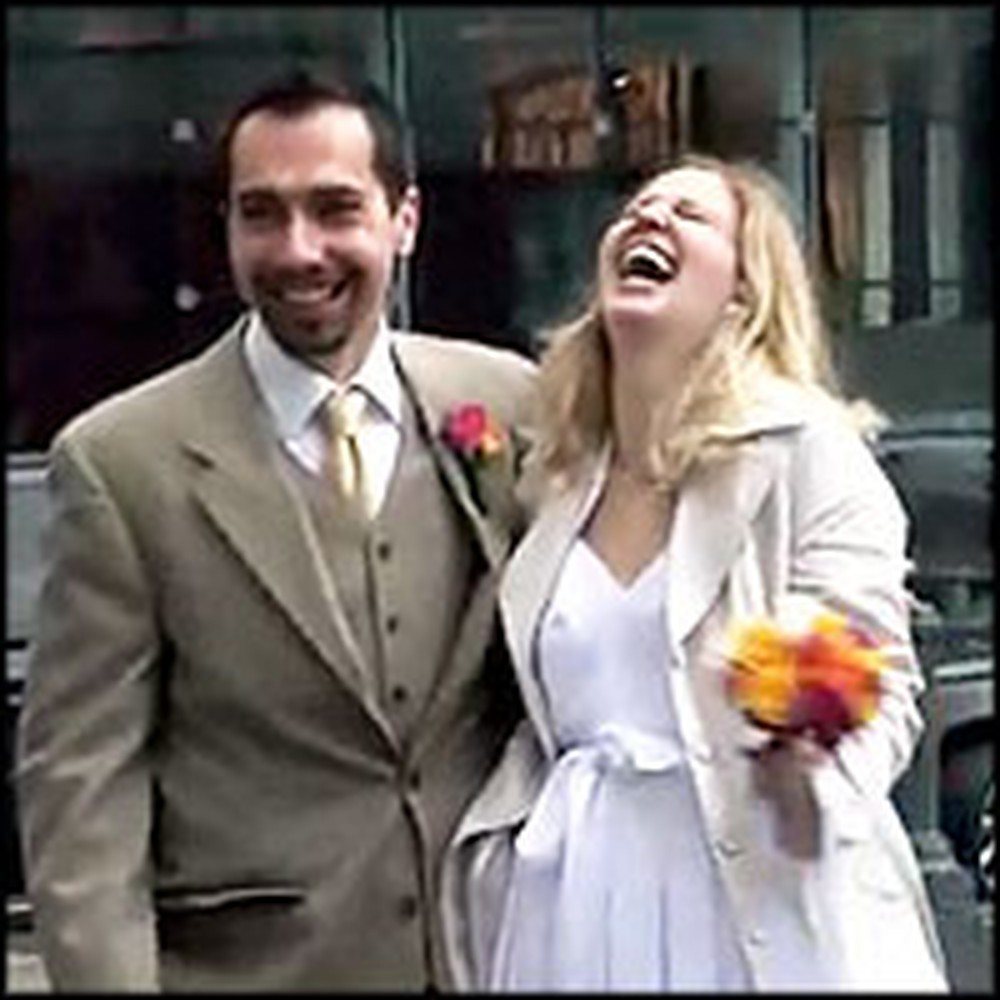 Couple Married at a Courthouse Get a Surprise Reception from Strangers