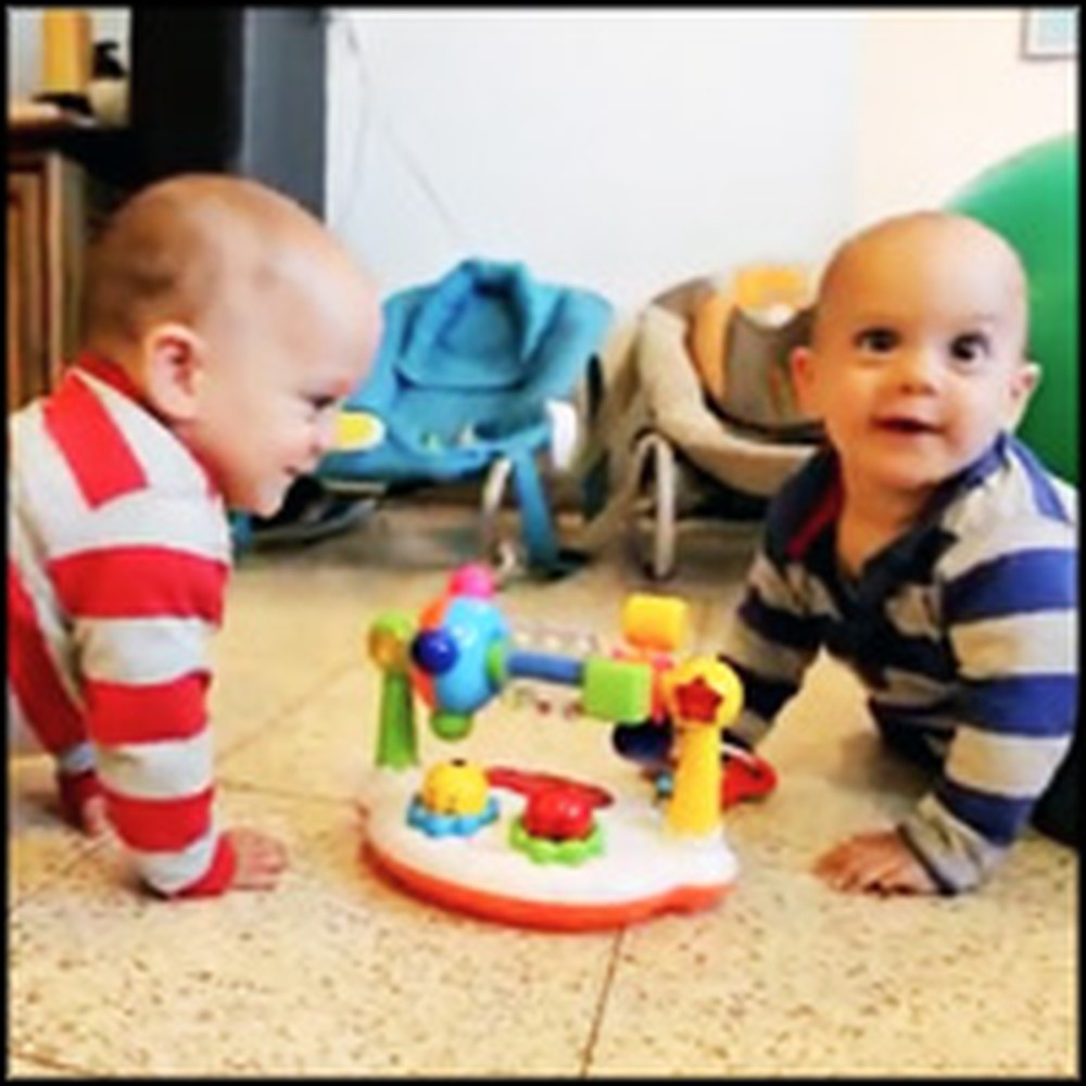 Twin Babies Have a Blast Dancing to Music