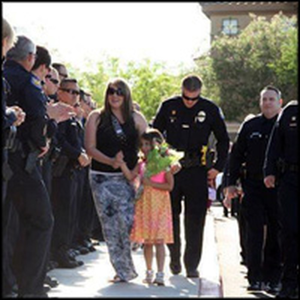 300 Police Officers Support Kindergarten Student After Her Daddy Was Killed