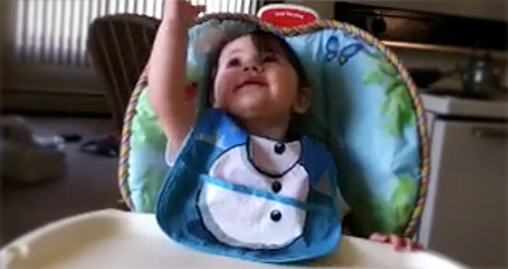 Watch This Sweet Baby Praise Jesus With Mommy - Awww