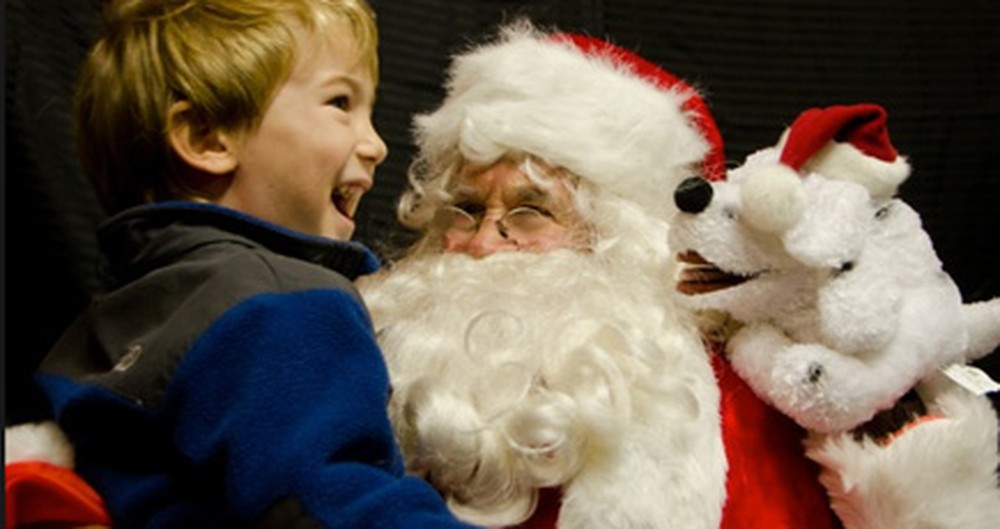 Anonymous Santa Visits Wal-Mart and Spreads Cheer in the Most Unexpected Way