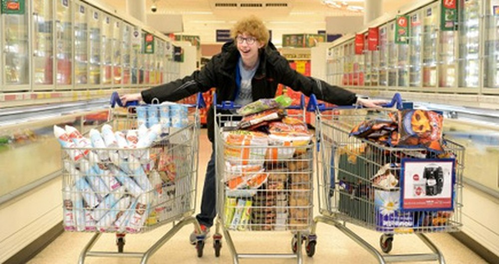 Thrifty Teen Gives $1,000 in Groceries to the Needy - You Have to See How