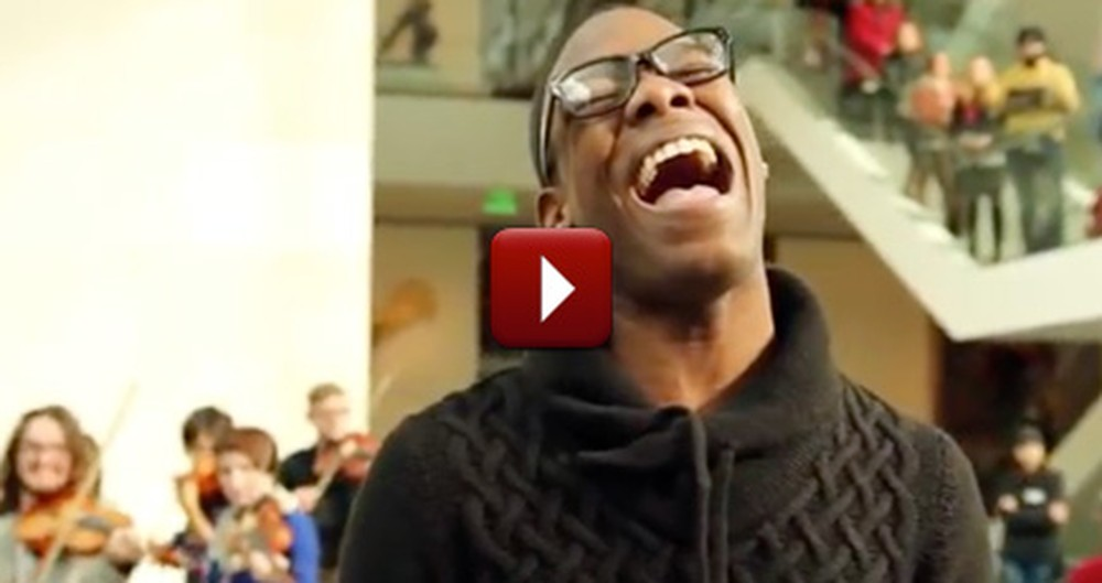 A Museum Full of People Were Surprised With This Gift of Song