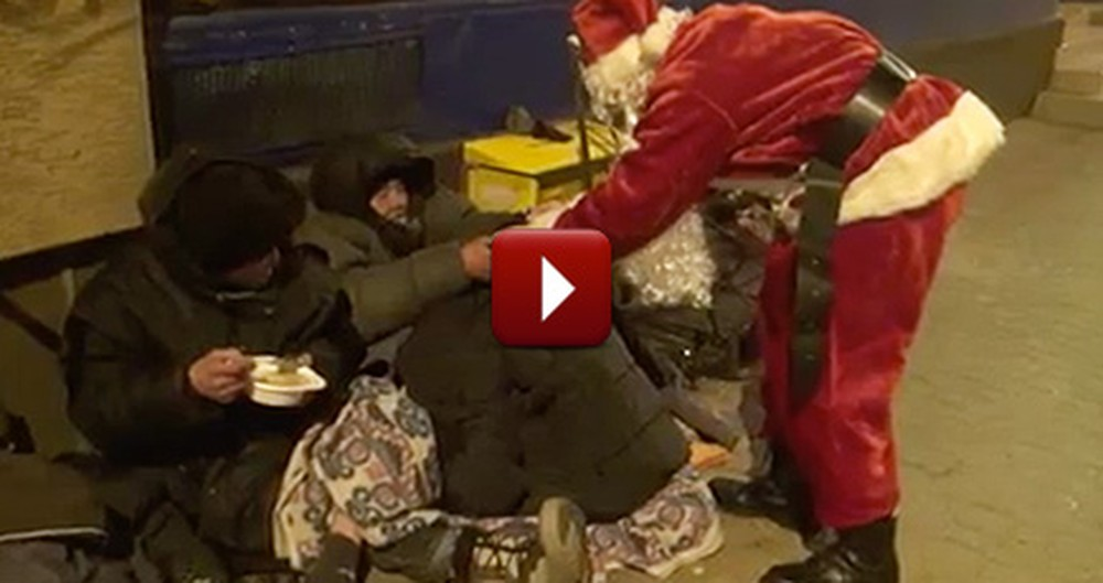 This Santa Claus is Doing Something Incredibly Generous for the Homeless