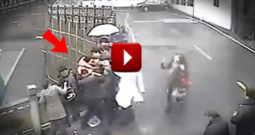 16 Good Samaritans Come to the Rescue to Save a Woman's Life!  WOW.