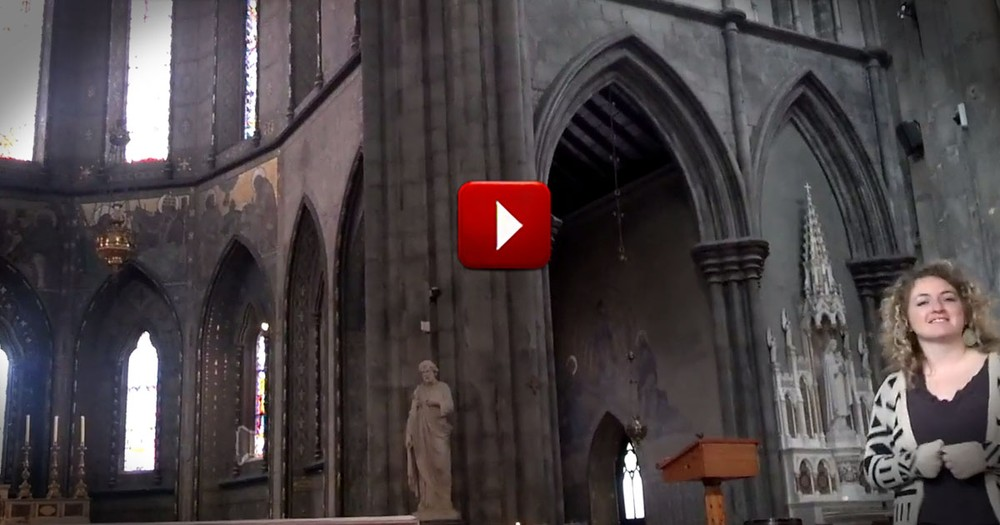 When She Walked in This Church, She Could Not Resist The Chance to Praise Her Lord - Wow.