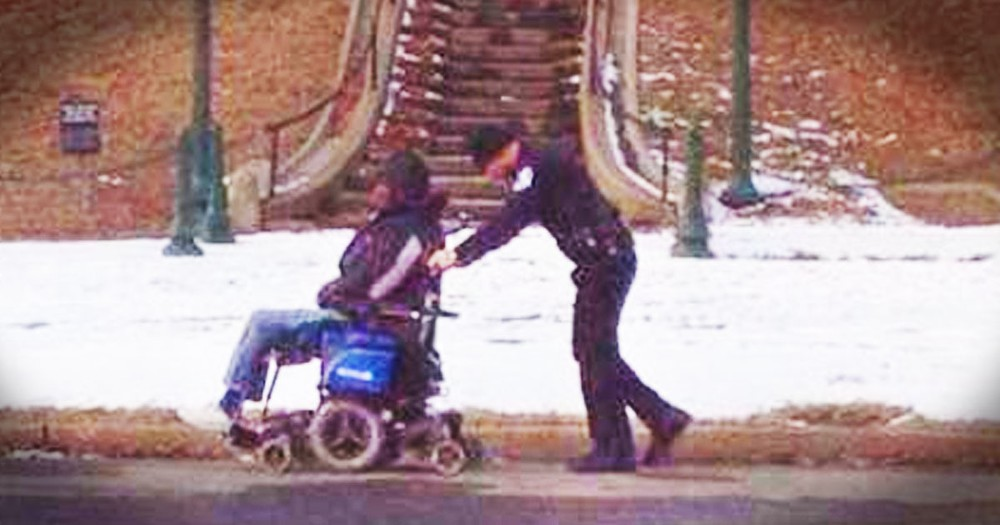Kind Police Officer Helps a Stuck Man in a Wheelchair Make It Home