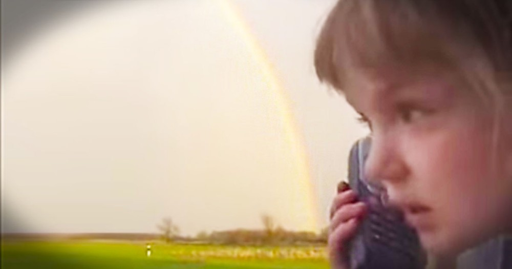 This Little Girl Has An URGENT Message For Her Grandma. And It Is Just Too Cute!