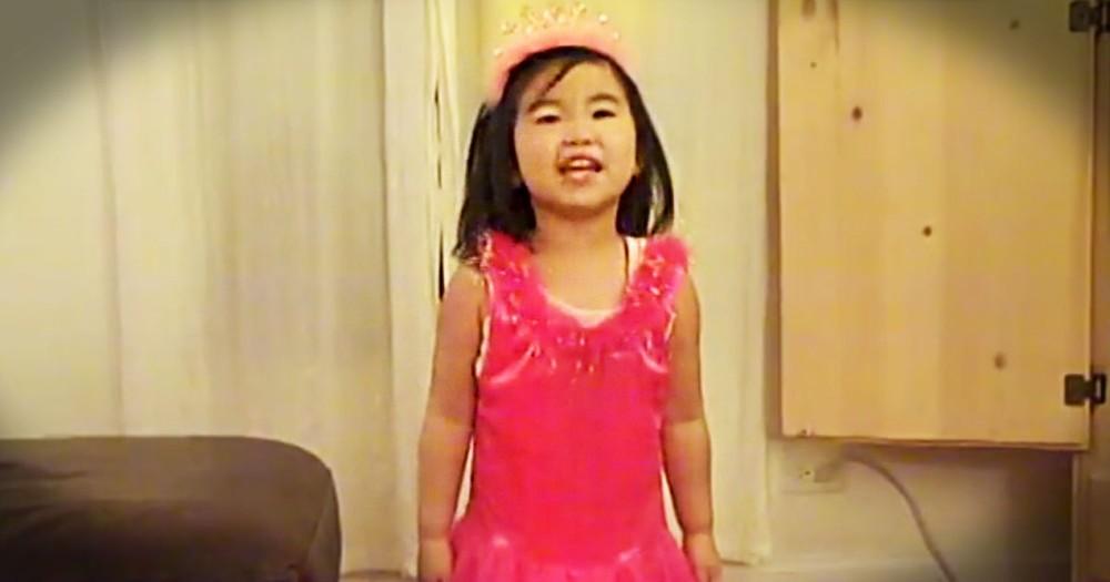 Little Girl Sings To Mr.Turkey On Thanksgiving