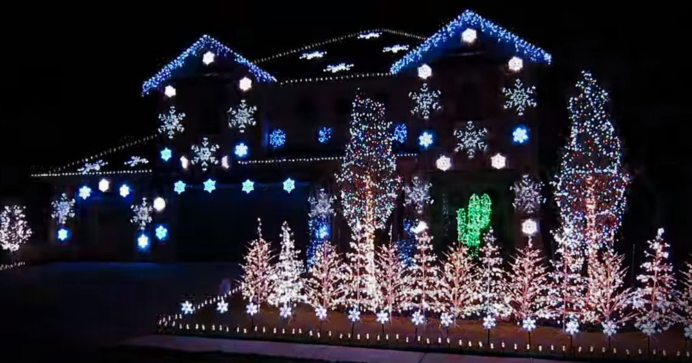 Dramatic Christmas Light Display Set To 'What Child Is This'