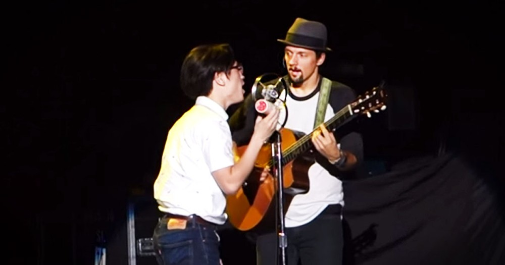 Jason Mraz Pulls A Fan On Stage For The Best Surprise!