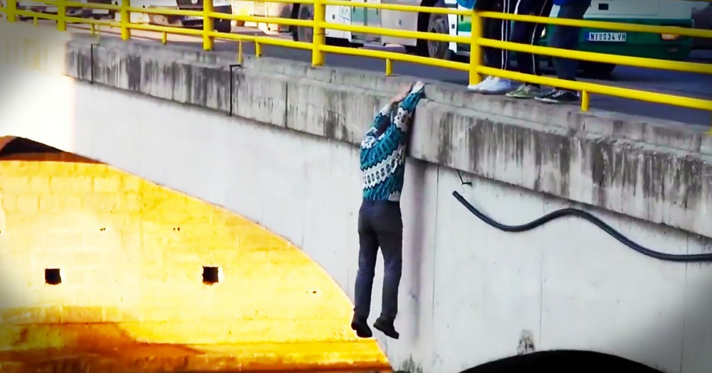 Good Samaritans Make Risky Puppy Rescue On A Bridge!