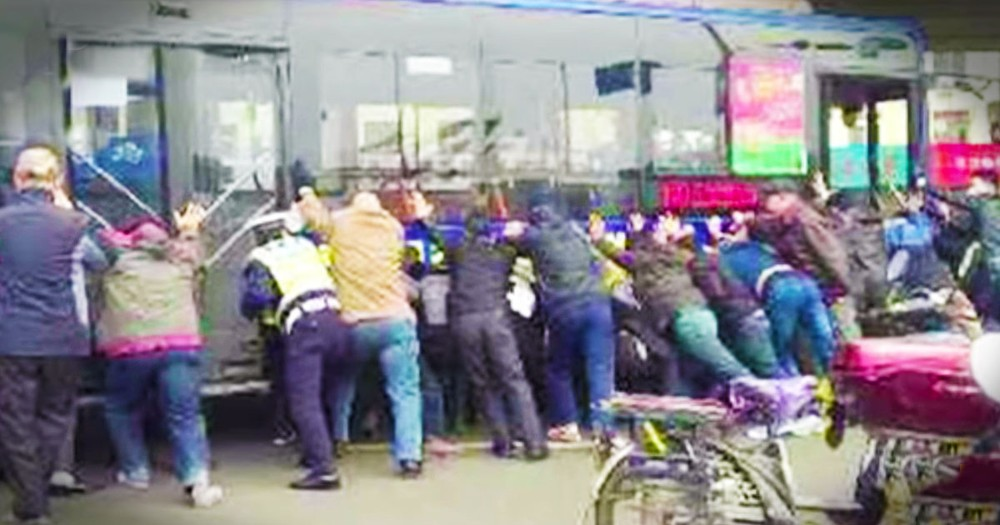 Total Strangers Did Something Amazing When A Man Was Trapped Beneath A Bus!
