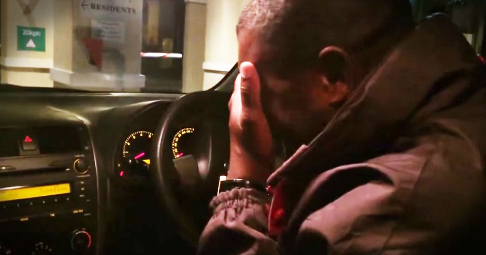 Taxi Driver Is Sobbing Over His Late Mother's Favorite Song