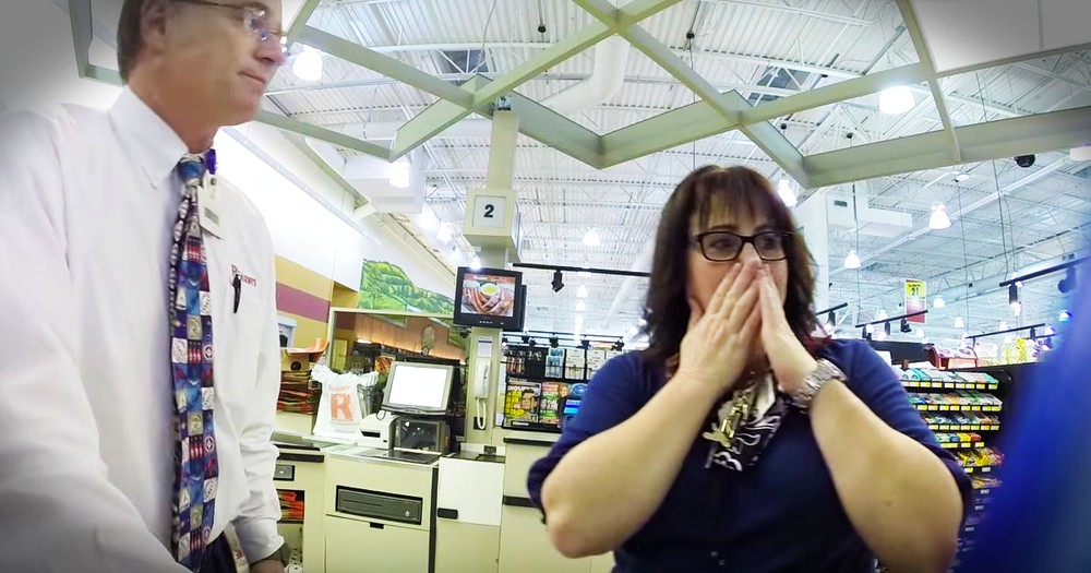 A Stranger Paid For Their Groceries Because Giving Is Better