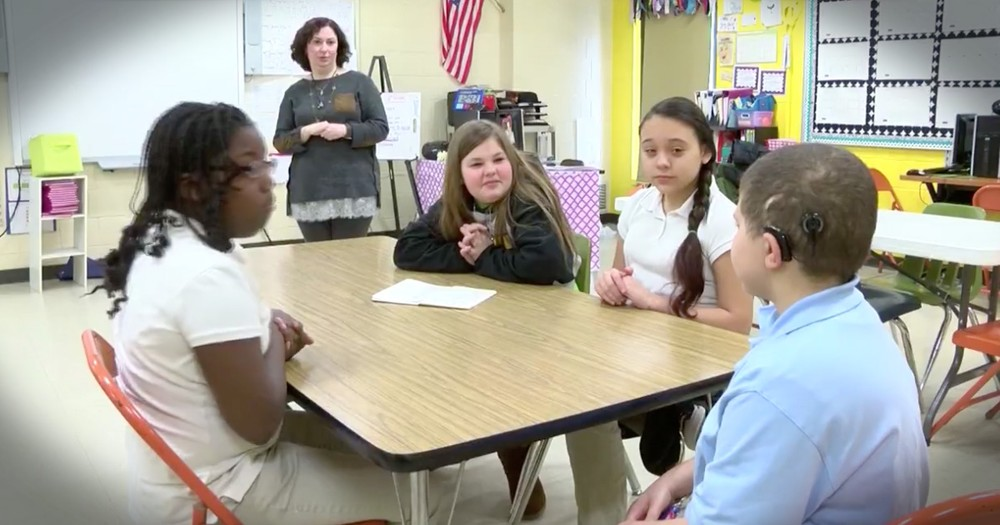 Kids Give Up Recess To Learn Sign Language For A Deaf Classmate