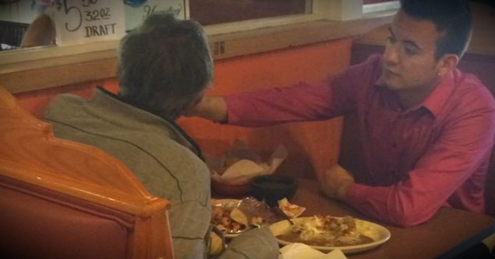 This Waiter's Compassion For A Man With No Hands Is Truly Inspiring!