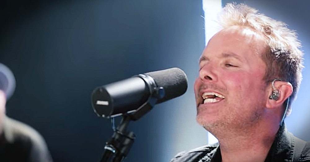 Chris Tomlin Performs Live Rendition Of Hit Song 'Jesus'