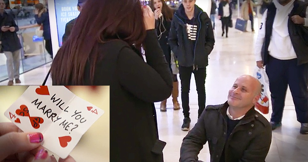 Magician Helps Man Pull Off Adorable Christmas Proposal At Mall
