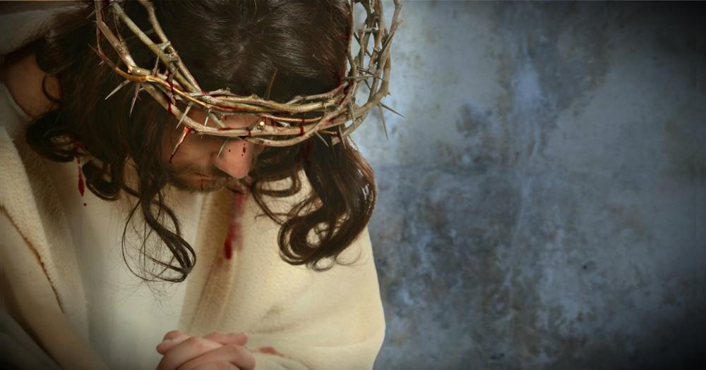 These 10 Bible Verses Teach Us How To Pray Like Jesus