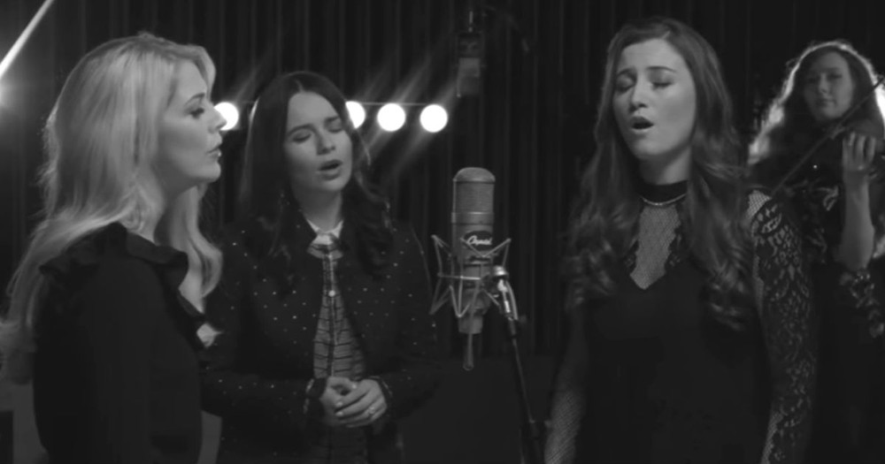 Celtic Woman's Stunning One Mic Version Of 'Danny Boy'