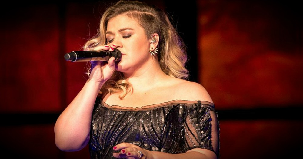 Mommy Shamers Attack Singer Kelly Clarkson Over A Piece Of Toast