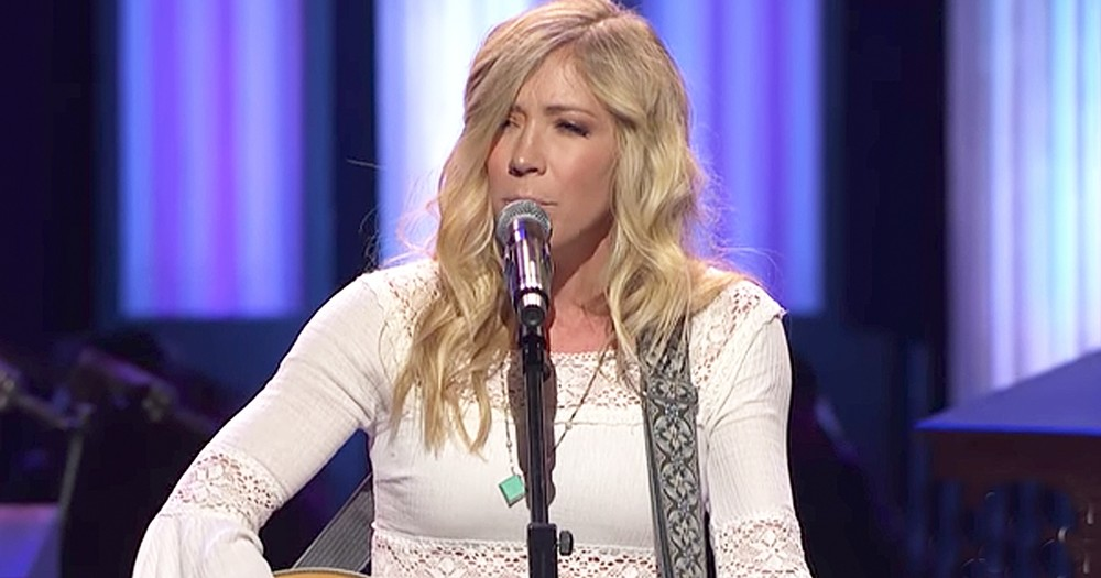 Ellie Holcomb Beautifully Performs 'Red Sea Road' At The Grand Ole Opry
