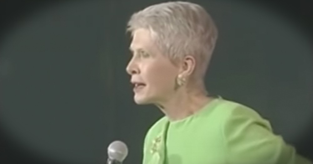 Jeanne Robertson's Try Not To Laugh Challenge