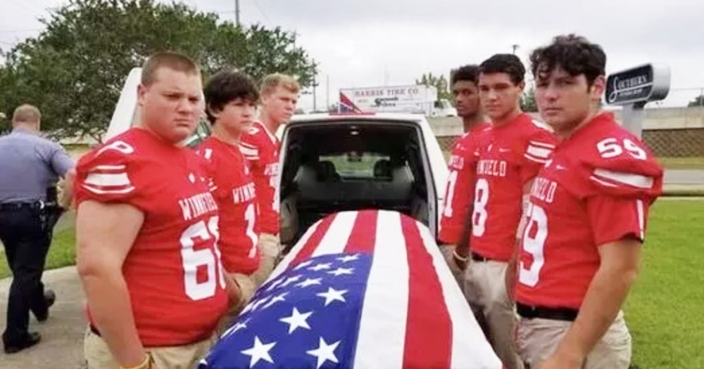 Kind Football Players Step In As Pallbearers For Deceased Veteran