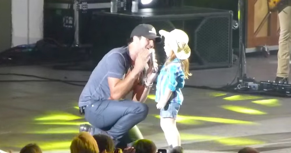 Adorable Cowgirl Fan Singing On Stage With Luke Bryan Goes Viral