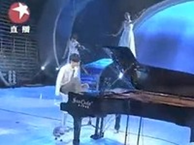 Amazing Pianist with No Arms Wins Talent Contest in China