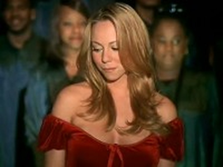 Mariah Carey Beautifully Sings 'O Holy Night'