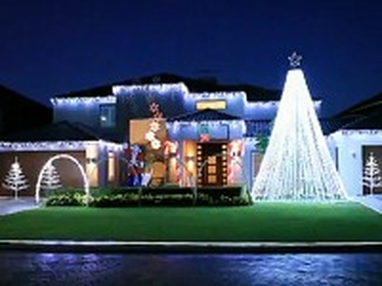 Absolutely Amazing Christmas Light Show Will Leave You Speechless