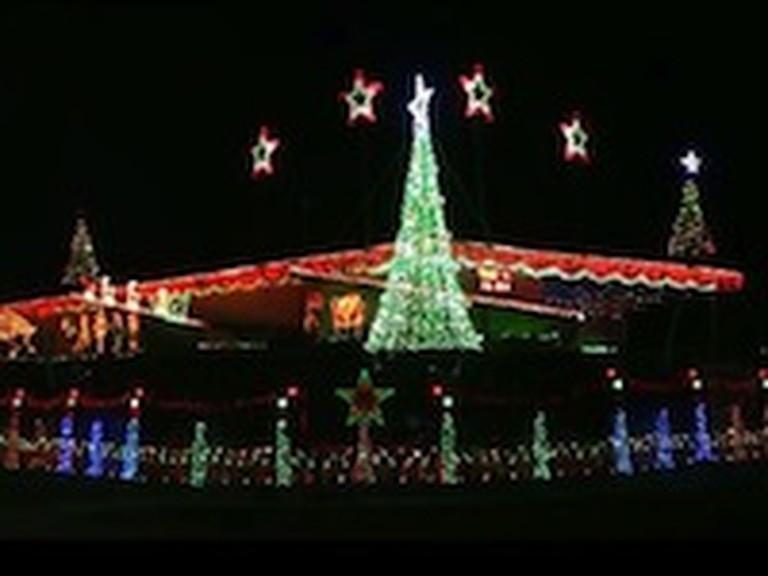 Incredible Christmas Lights Set to Joy to the World