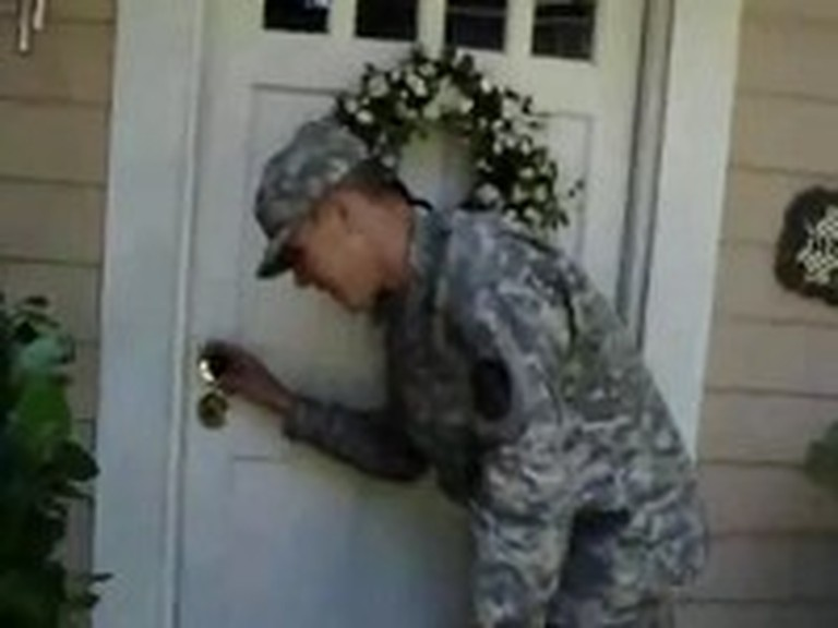 Soldier Surprises his Mom with an Early Return Home