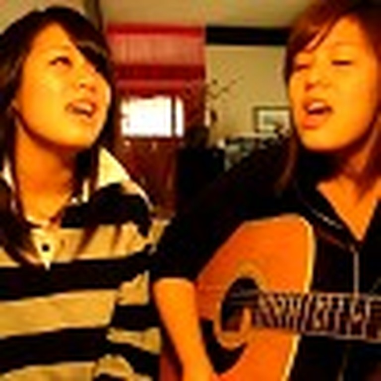 Great Version of Amazing Grace Performed by 2 Girls