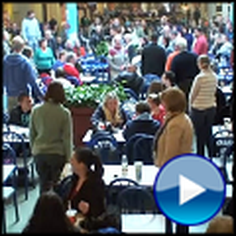 Flash Mob Surprises a Mall with Joy to the World