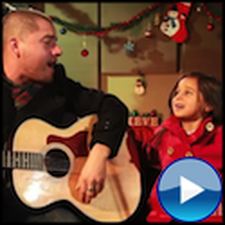 Daddy and Daughter Sing Feliz Navidad - This is So Cute