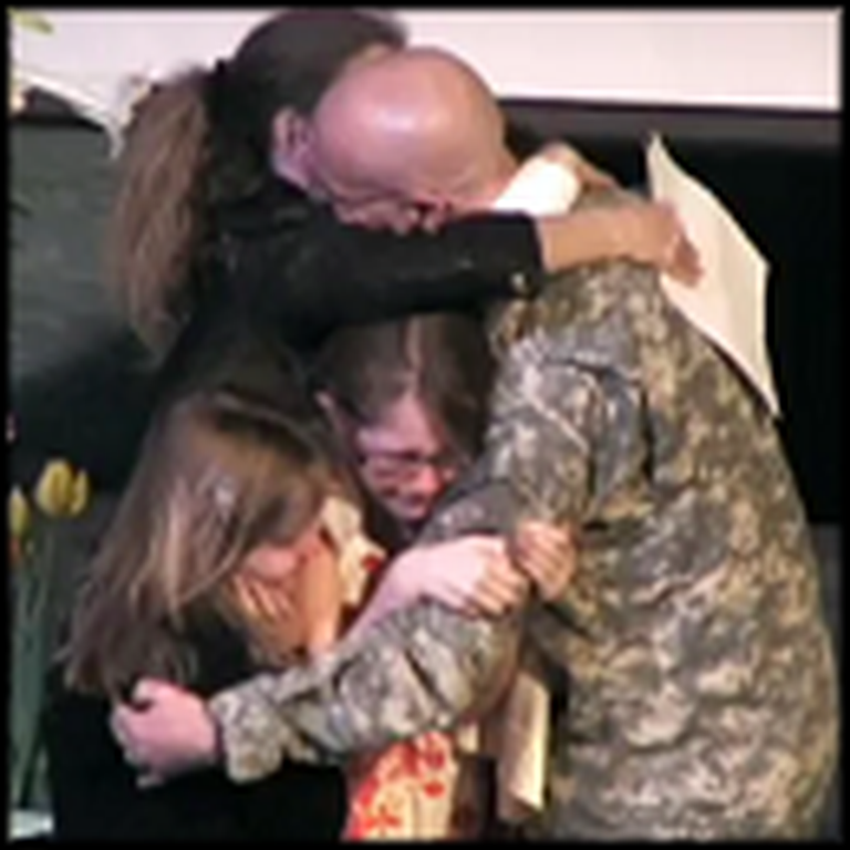 Soldier Surprises his Entire Family in Church on Easter